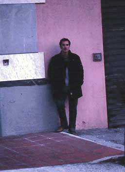 Francesco Saverio Alessio in San Giovanni in Fiore in background one of his architectural decoration works - Photography: Carmine TALERICO - copyright © 2001